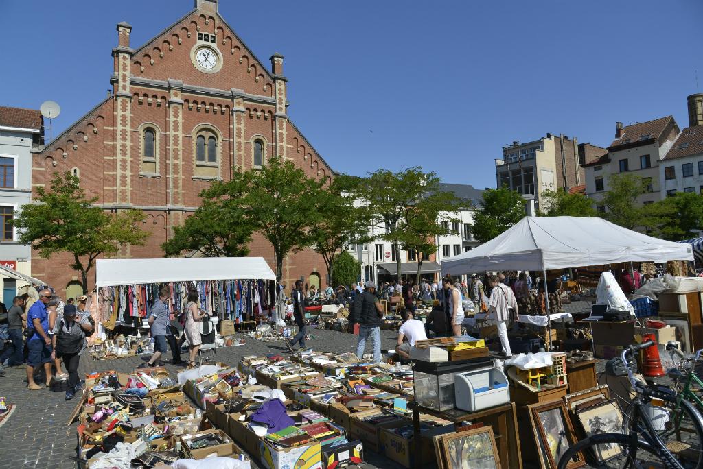 marolles-antiques-market-place-du-jeu-de-balle