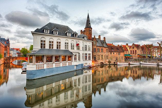 belgium-bruges-dijver-canal-near-groeninge-museum